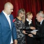 Starosta Choszczeński, dr Bogdan Wojciech Brzustowicz wręcza nagrody
