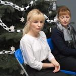 Dyrektor, pani Barbara Ciecierska, zwraca się do uczniów